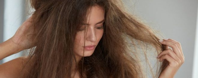 髪の毛 広がる